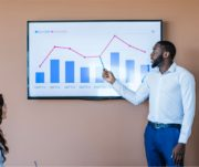 Como manter seu orçamento empresarial ajustado durante todo o ano