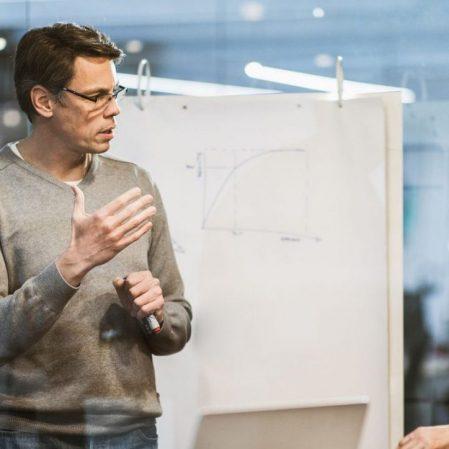 icone Confira 3 etapas de construção do planejamento estratégico empresarial